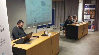 El Dr. Alexander T. Latinjak en la presentació del Seminari